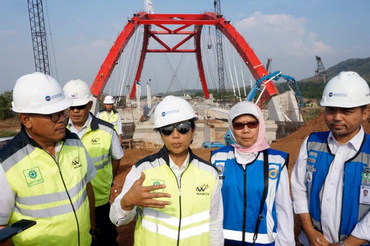 Menteri BUMN tinjau jembatan Kali Kuto