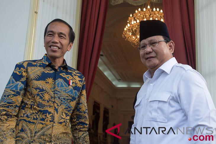 Beda gaya busana Jokowi-Ma'Ruf dan Prabowo-Sandi saat daftar Pemilu 2019