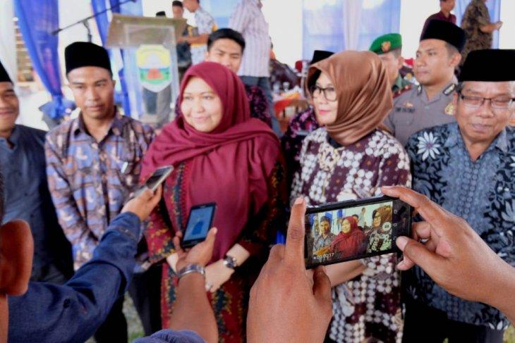 Bupati Masnah ajak warga awasi pembangunan infrastruktur