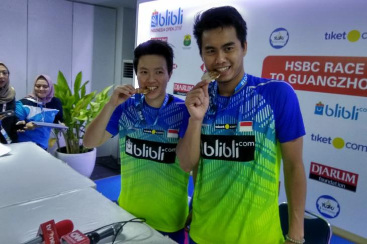 badminton - indonesia, japan dominates indonesia open