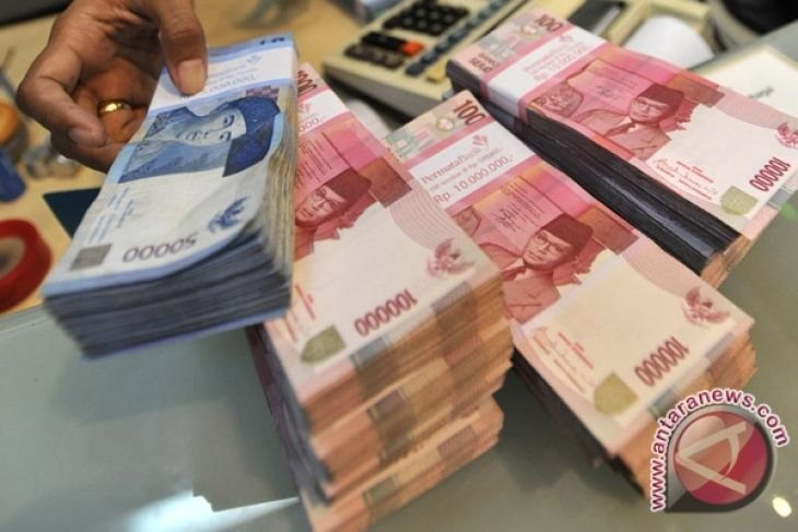 Rupiah falls on unfavorable external sentiment