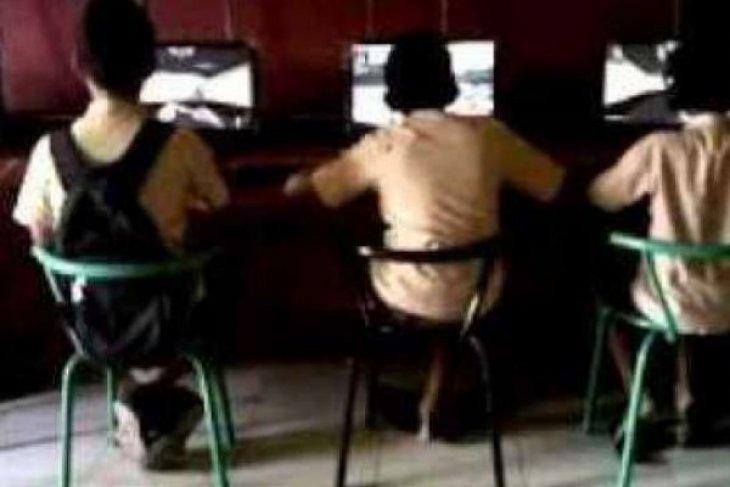 Pemcam di Aceh Jaya keluarkan imbauan jam malam dan penggunaan handphone