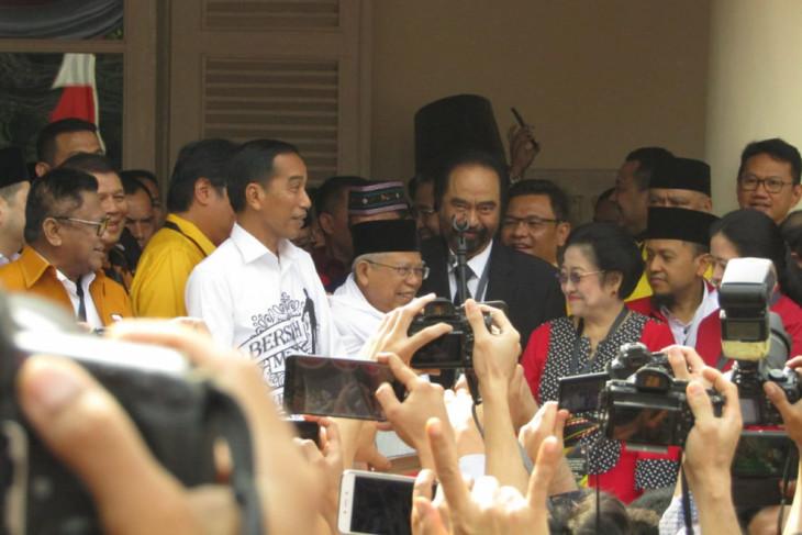 Jokowi kenakan kemeja berslogan Bersih Merakyat Kerja Nyata