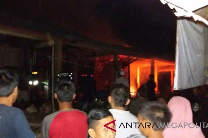 Kebakaran hanguskan kios Pasar Citanglar Surade Sukabumi