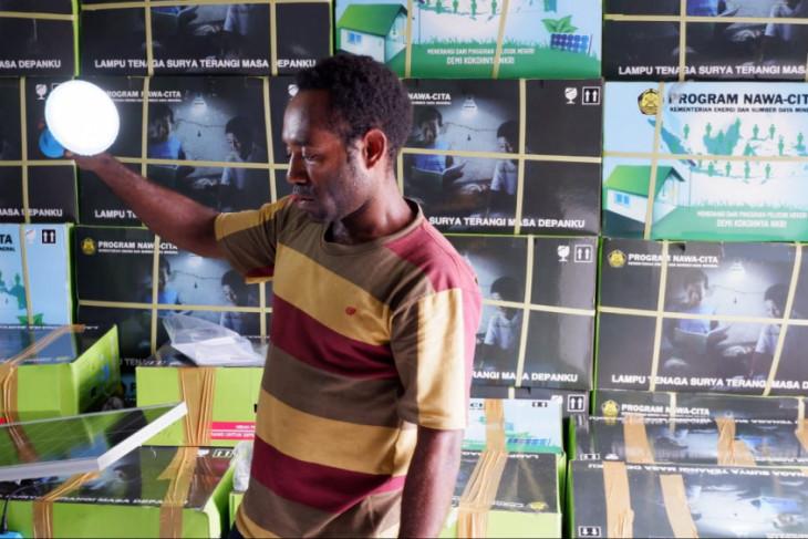 Kementerian ESDM bagikan seribu lampu surya di pedalaman Yahukimo Papua