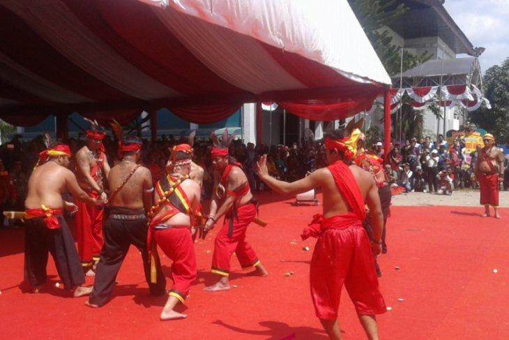 West Kalimantan mandau attractions makes governor tense