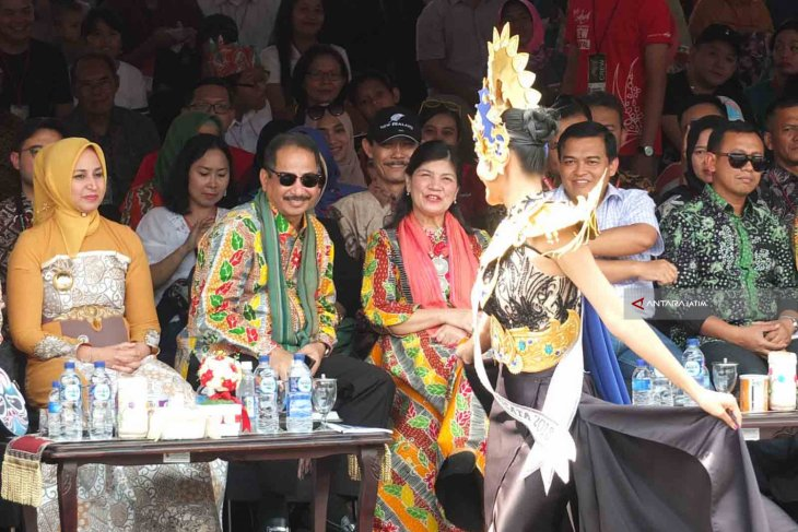 Menpar: Jember Fashion Carnaval Berkelas Dunia (Video)