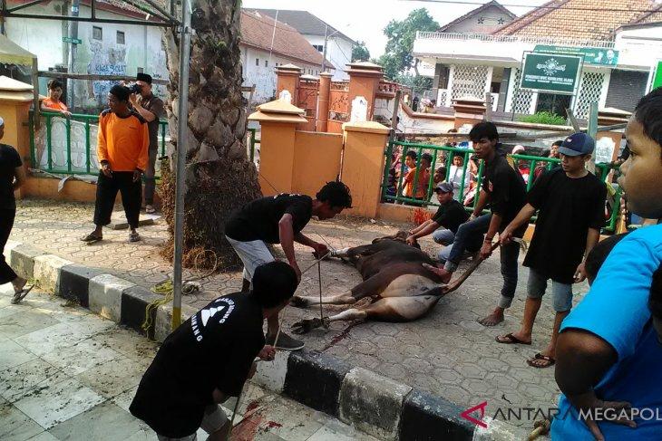 Masjid Agung Karawang sediakan 3.000 kupon daging