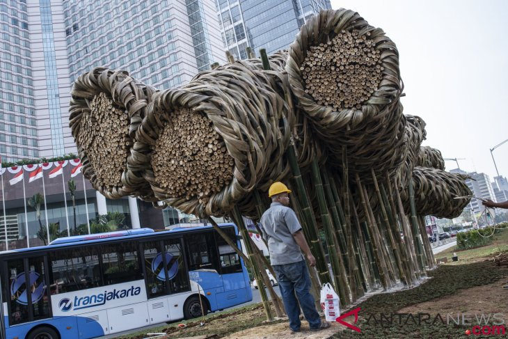 Seni Instalasi Bambu di Bunderan HI