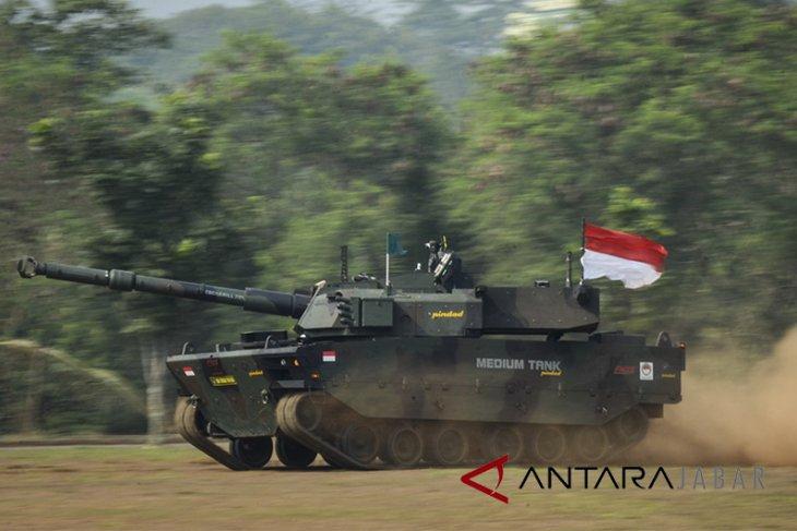 Uji tembak Medium Tank