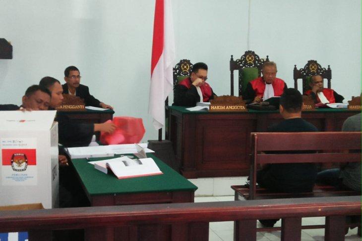 Hakim tanyakan barang bukti tewaskan korban penusukan