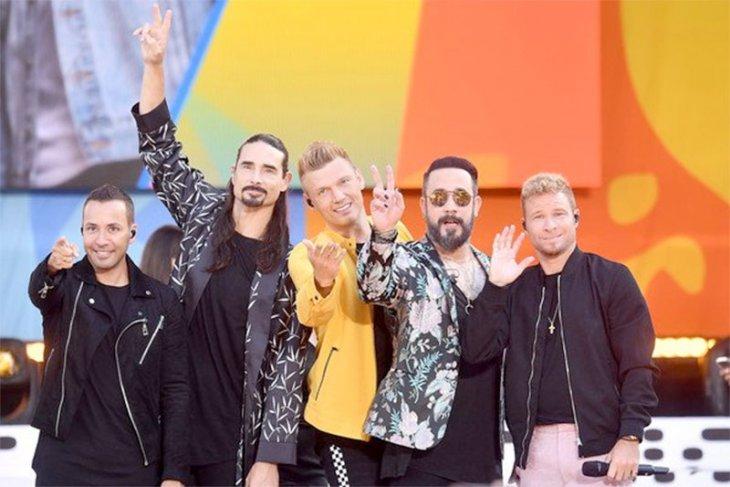 Backstreet Boys batalkan konser setelah 14 penggemar terluka