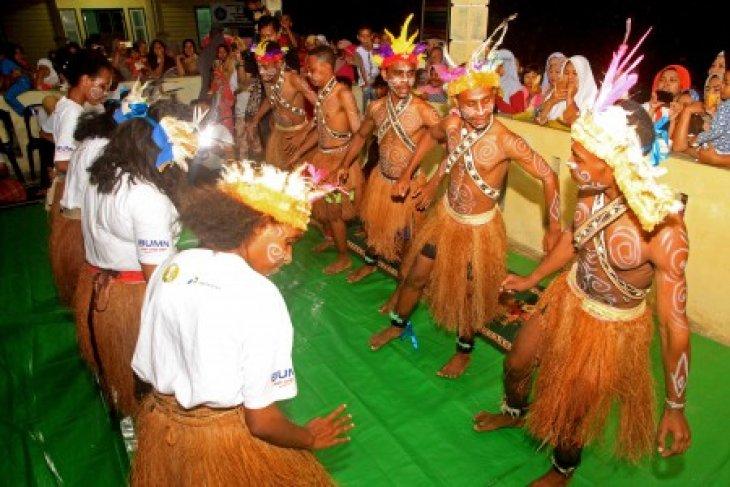 BUMN Hadir - tarian Yospan hibur warga gampong Nusa, Aceh Besar