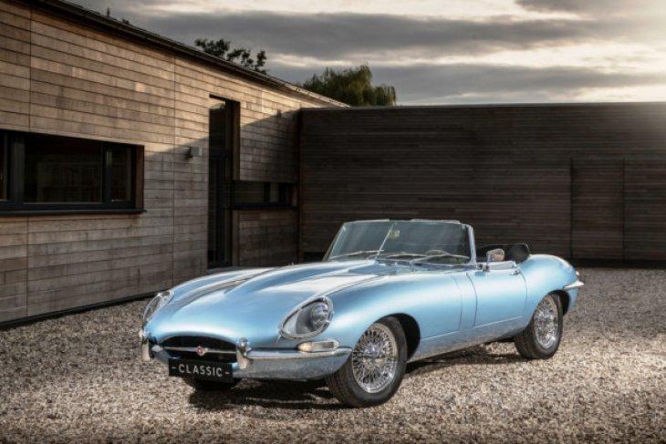 Jaguar rilis versi produksi mobil listrik E-type Zero