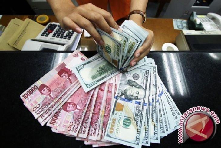 Rupiah depreciates against US dollar over trade deficit