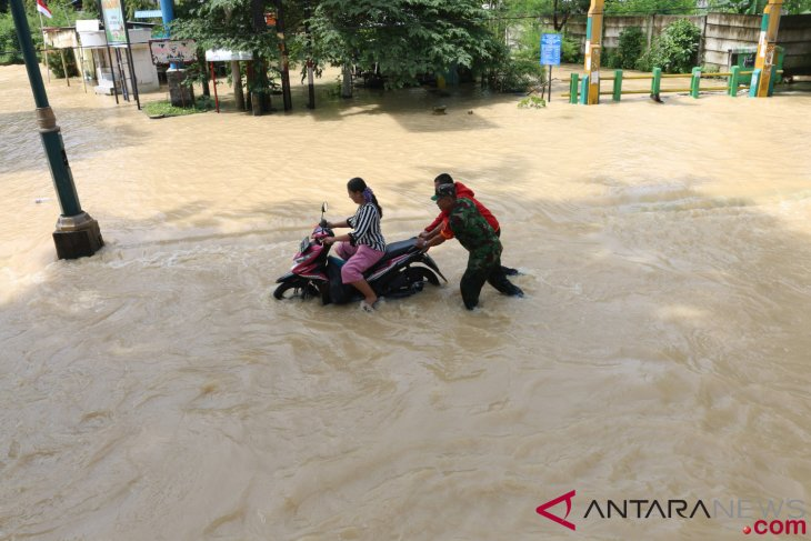 News Focus -Floods strike Sumatra as rainy season begins