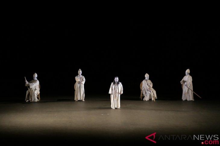 antarafoto pentas teater dionysus 290918 hnd 1 - Teater Dionysus