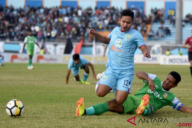 Aji Santoso sumringah Persela jaga rekor tak terkalahkan di Surajaya