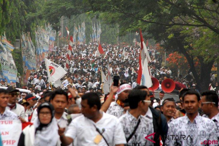 Ribuan guru honorer Sukabumi mogok mengajar