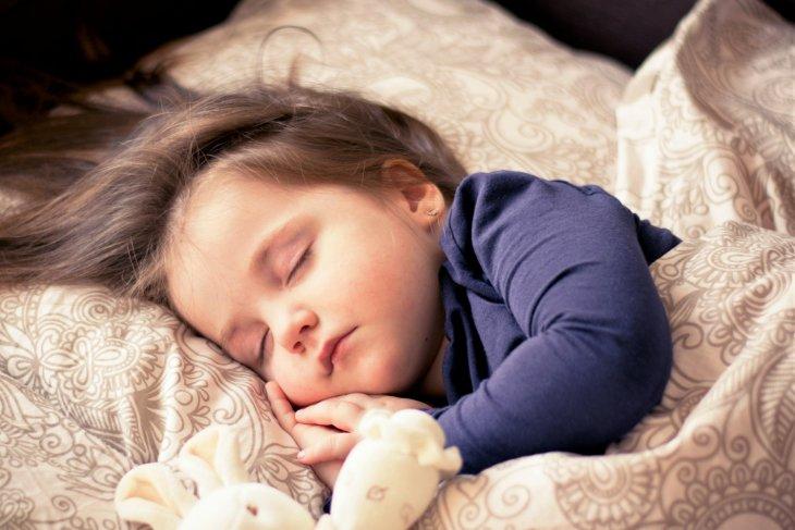 Alasan mengapa anak-anak harus tidur nyenyak di malam hari