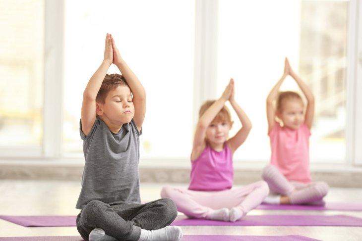 Yoga pada anak bermanfaat untuk melatih konsentrasi