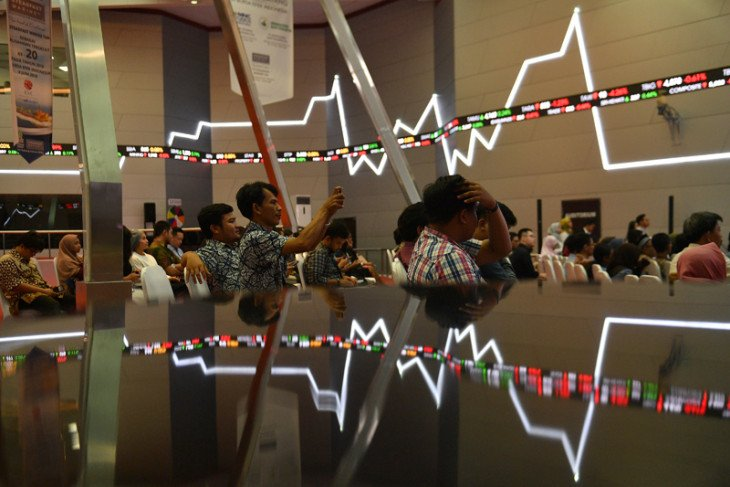 IHSG closes higher on external factors