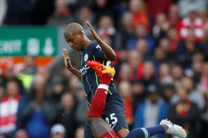 Fernandinho atasi krisis lini pertahanan City di Liga Champions