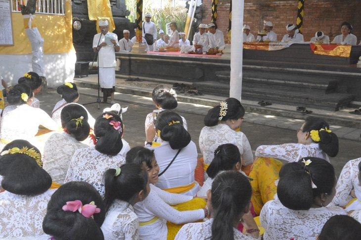 Gubernur Bali dorong warga desa adat kedepankan sikap terbuka