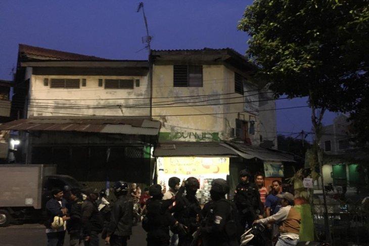 Polisi bubarkan tawuran bom molotov Gang Harlan