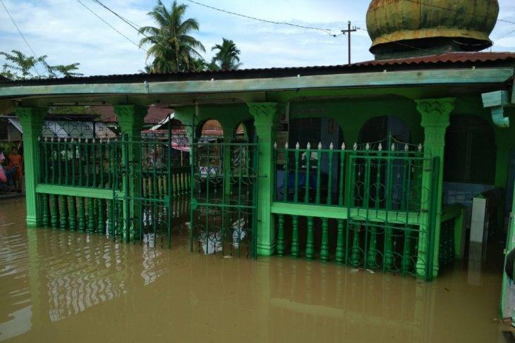 Empat kecamatan di Langkat kini terdampak banjir