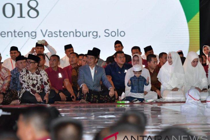 Apel santri, Jokowi ajak cucu ramai dikomentari netizen