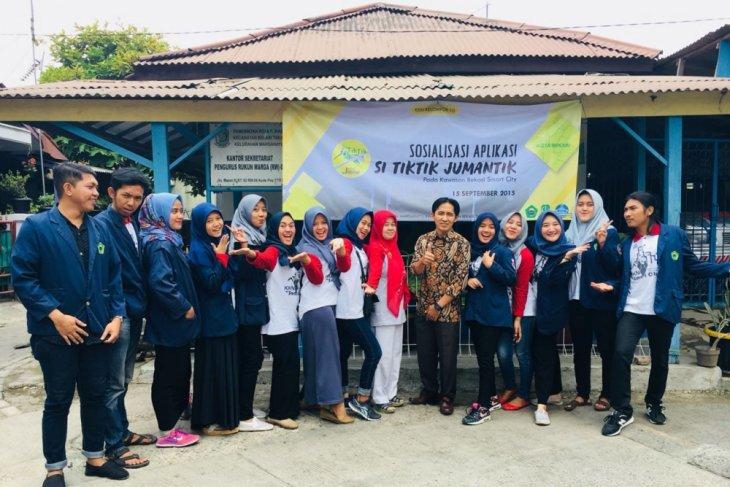 Mahasiswa  KKN  ukur efektivitas aplikasi Pemerintah Bekasi
