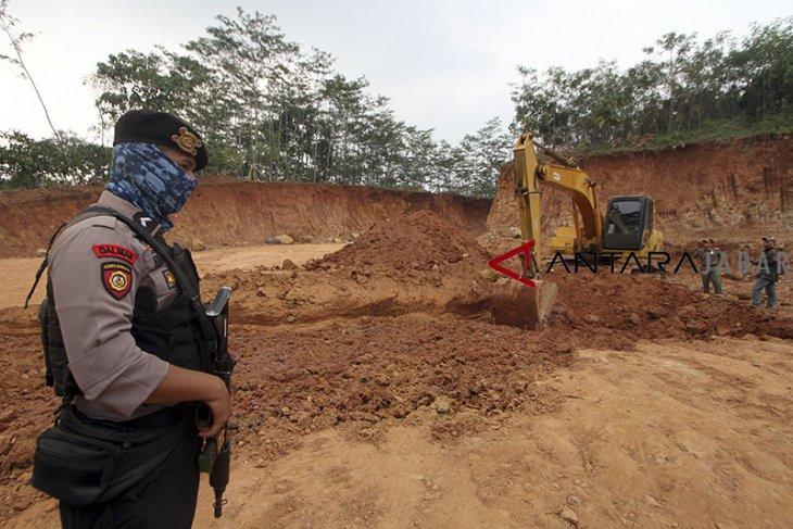 Waduh, ada tiga penambang ilegal beraksi di Bogor