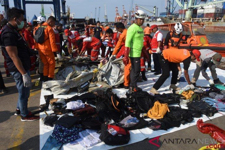 Pencarian korban kecelakaan Lion Air dilakukan 24 jam