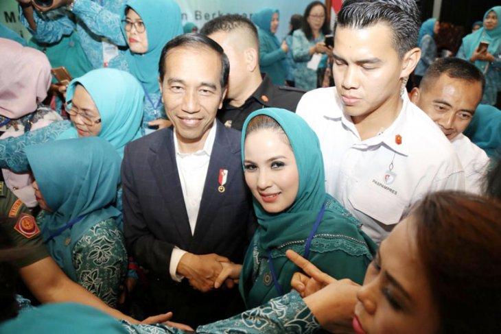 Jokowi disambut meriah kepala desa-lurah se-Indonesia