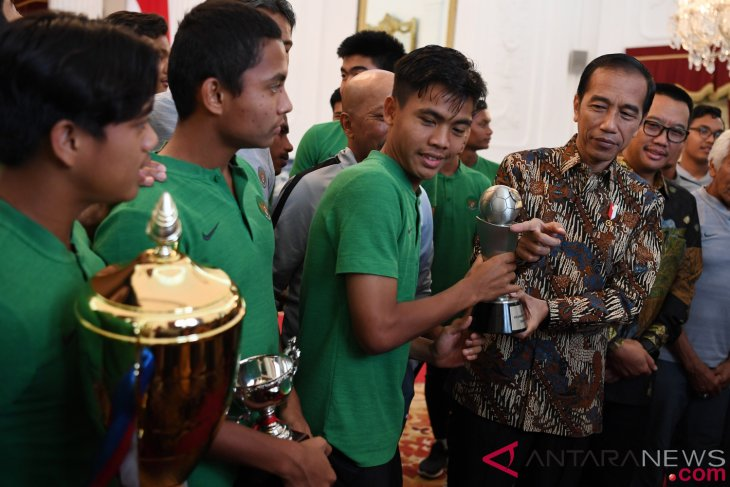 President Jokowi receives U-16 national team