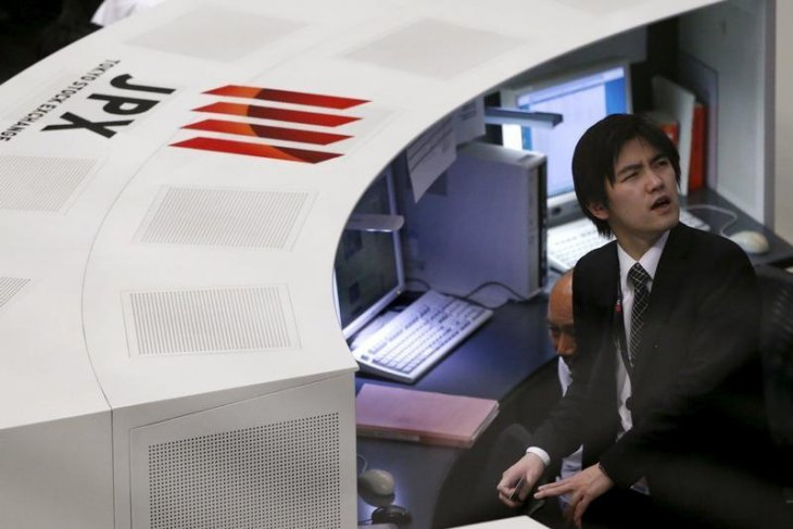 BursaTokyo terjun hampir empat persen seiring kejatuhan pasar global