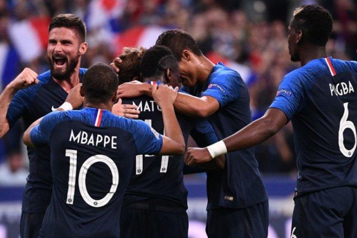 Mbappe dan Di Maria antarkan PSG raih trofi pertama musim baru