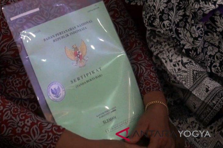 Desa Dataran Kempas Tanjabbar menerima penghargaan Kemendagri