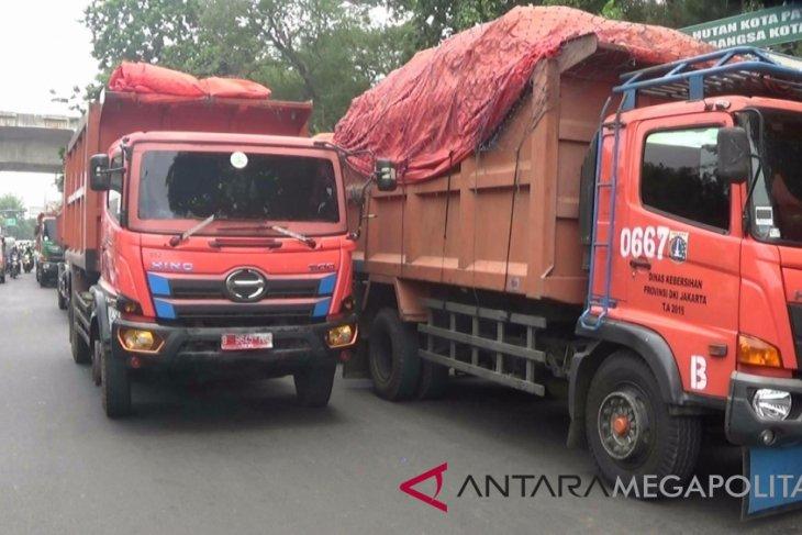 Pemkab Karawang andalkan jasa angkutan sampah swasta