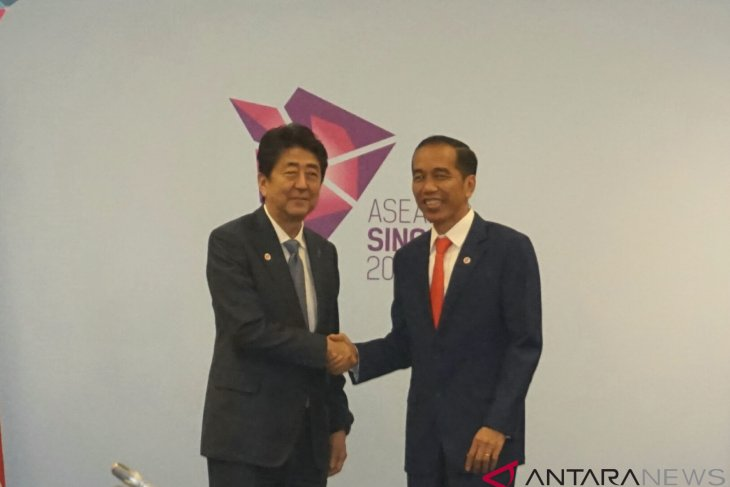 President Jokowi discusses economic issues with Prime Minister Abe