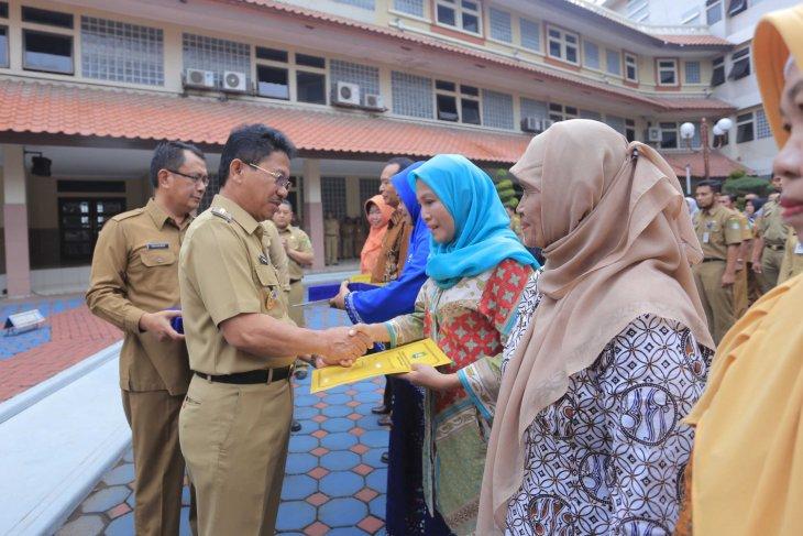 875 Pegawai Kota Tangerang Terima Penghargaan Satyalencana Karya Satya