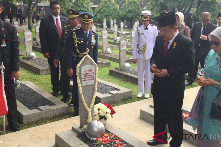 Vice President leads ceremony to observe Heroes` Day in Jakarta