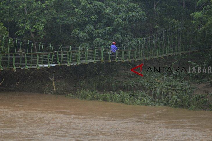 Jembatan gantung alternatif