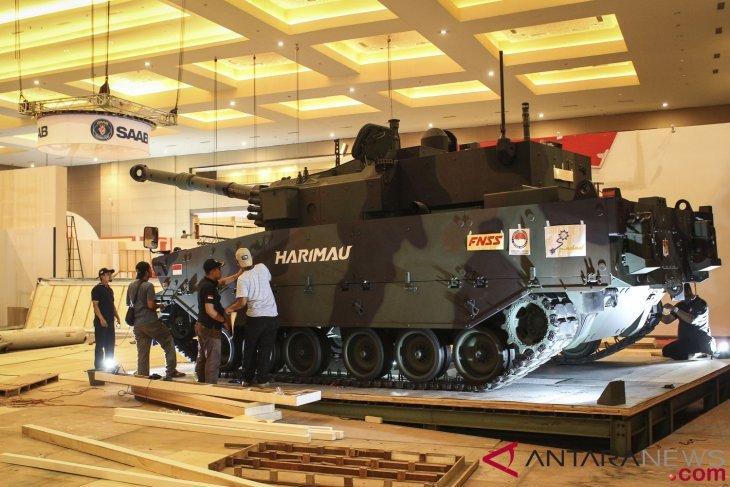 Jokowi berikan nama Medium Tank di
