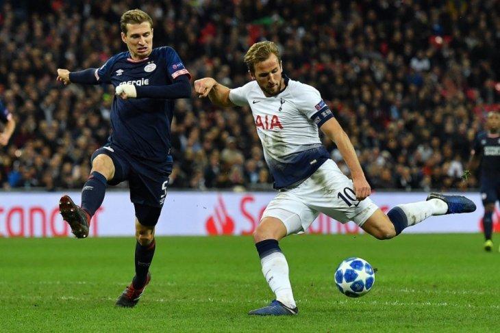 Kane bukukan dua gol untuk menjaga harapan Tottenham