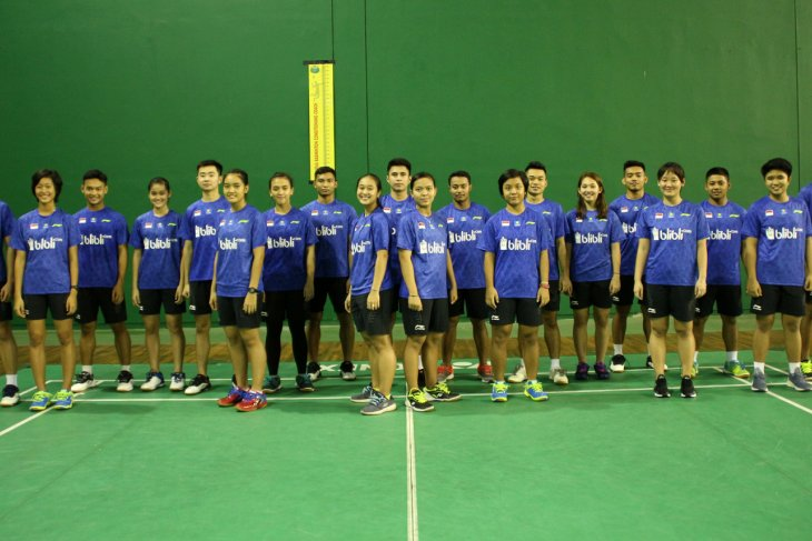 Badminton - Indonesia's junior team aims for world semifinal
