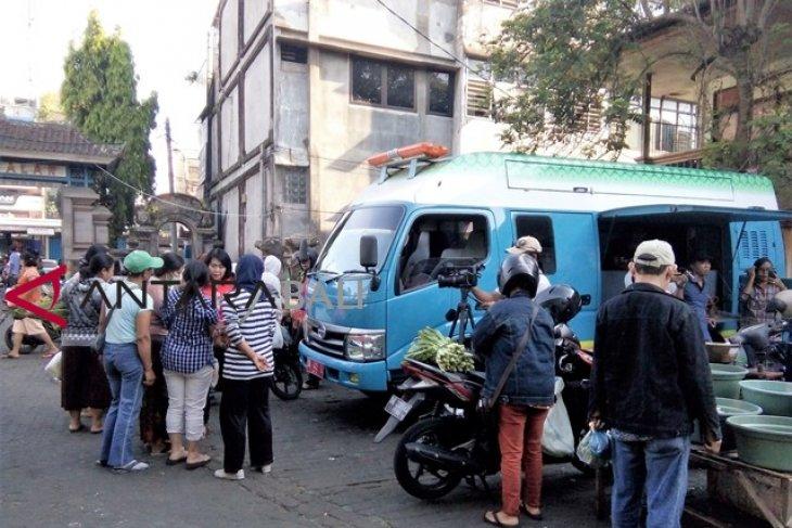 Masyarakat antusias manfaatKan perekaman KTP-E di Pasar Gianyar