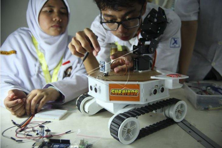 Robot pencari korban gemp