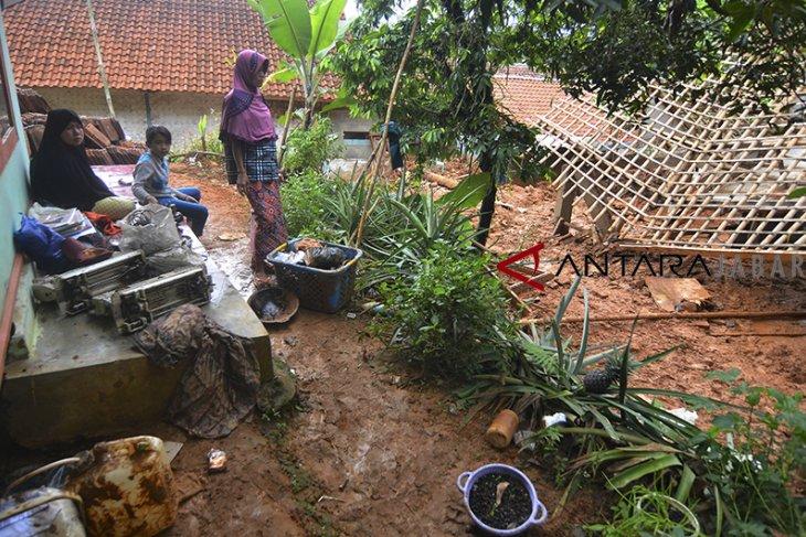 Bencana longsor Tasikmalaya